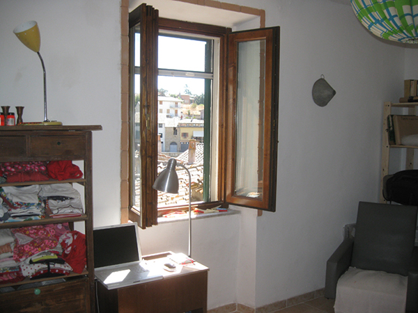 09 finestra stanza